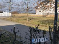 Wohnbereich mit Blick auf den Wieker Bodden - Bild 5: Fewo am Wieker Bodden 80m zum Wasser, WLAN,Terrasse, Garten, Fahrräder.