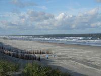 Den 10 km langen Sandstrand der Schaabe erreichen Sie in wenigen Autominuten - Bild 20: Fewo am Wieker Bodden 80m zum Wasser, WLAN,Terrasse, Garten, Fahrräder.