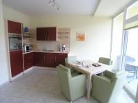 Schlafzimmer mit zusätzlichem Fernseher und ausreichend Staufläche für ihre Sachen - Bild 2: 2-Zimmerbalkonwohnung, Usedom, Zempin