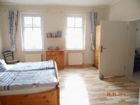 das Schlafzimmer mit Blick in die Wohnküche! - Bild 2: barrierefreie kinder- und hundefreundliche Ferienwohnung****im EG in Lubmin