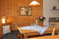 Platz für gemeinsame Mahlzeiten. - Bild 2: Kinderfreundliche Ferienwohnungen Landhaus Jörg im Allgäu - Familienwohnung