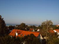 Panoramablick aus dem Wohnzimmer bis zum Konstanzer Ufer - Bild 2: Ferienwohnung Bodenseeblick in Meersburg für Nichtraucher