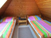 Oben im Dachgeschoss gelegen. Im Raum befindet sich noch eine Kommode und ein Fernseher mit DVBT-Receiver - Bild 8: Nordsee / Ostfriesland strandnahes Ferienhaus 1-6 Personen ( Hund erlaubt)