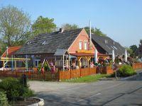 Klasse Essen und recht preiswert. Dazu ein schöner Biergarten und ein eingezäunter Kinderspileplatz - Bild 11: Nordsee / Ostfriesland strandnahes Ferienhaus 1-6 Personen ( Hund erlaubt)
