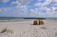Am Schönberger-Strand erwarten Sie 2 Strandkörbe,die Sie jederzeit nutzen dürfen. Den Strand erreichen Sie auf ausgebauten Radwegen,auch sehr gut mit dem Rad. - Bild 8: Die liebevoll einger. Fewo bietet einer gr. Fam. viel Platz u.Rückzugsmög.