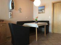 Typ 2 Wohnzimmer mit Essecke - Bild 8: Ostseeurlaub mit Hund - Wassergrundstück Piratennest Darß