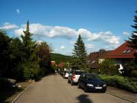 Blick in die Straße vor dem Haus - Bild 2: Ferienwohnung Bärbele im Neckartal am Fuße der Schwäbischen Alb