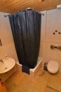 mit WC und Waschbecken - Bild 8: Ferienwohnung Bärbele im Neckartal am Fuße der Schwäbischen Alb