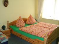 Typ 3 bis 3 Personen Schlafzimmer mit Doppelbett + Schlafliege - Bild 11: Erholung am Wasser - Ostseehalbinsel Darss mit Hund - Angeln