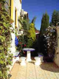 Gartenecke mit Steinbank und mediterranen Pflanzen - Bild 2: Ferienhaus im andalusischen Stil von privat an der Costa Blanca in Spanien