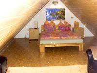 Mansarde rechts mit franz. Doppelbett und Couch - Bild 8: S25-Berlin: gemütliche Ferienwohnung in exponierter Lage am Rande Berlins