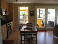 """Blick von der Kueche auf die Veranda - Bild 5: Portland, Oregon """"Alley House"""""""
