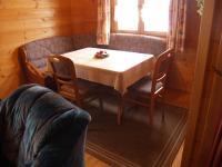 Die Eßecke schließt sich ans Wohnzimmer an. - Bild 5: AWM-Ferienhaus im Bayerischen Wald, gemütliches Holzblockhaus mit Kaminofen
