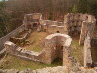 Die Ruine der mittelalterlichen Kürnburg liegt nur wenige hundert Meter oberhalb des Feriendorfes. - Bild 14: AWM-Ferienhaus im Bayerischen Wald, gemütliches Holzblockhaus mit Kaminofen
