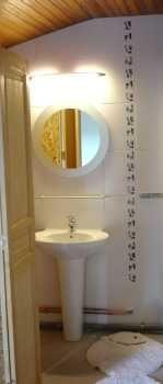 Ein Blick in den Badezimmerbereich des Schlafzimmers im OG - Bild 2: Ferienwohnung mit Schwimmbad in SW-Frankreich, Nähe Atlantik