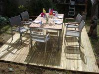 Auf diesem Holzplateau findet ein großer Esstisch für 6-8 Personen Platz - Bild 5: Ferienwohnung mit Schwimmbad in SW-Frankreich, Nähe Atlantik