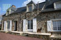 Bild 2: typ. Normandiehaus für Urlaub mit dem Hund mit eingez. Garten.
