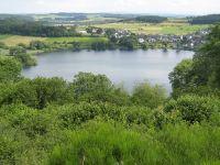 Für ältere Menschen ist das Maar gut zu erkunden, da ein schöner Weg um den See verläuft. - Bild 11: Eifel-Mosel ***Ferienwohnung Alte Schmiede II