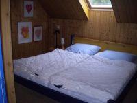 Blick ins Schlafzimmer mit Doppelbett - Bild 11: Haus am Fluß, Garten, Nordseenähe, gerne Familien,Paare,Singles, Hunde