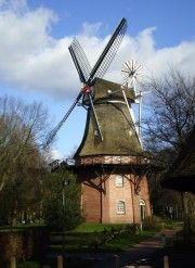 In manchen Windmühlen wurden Cafe's eingerichtet, die wunderschön sind - Bild 17: Haus am Fluß, Garten, Nordseenähe, gerne Familien,Paare,Singles, Hunde