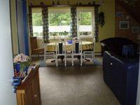 Blick in das geräumige Wohnzimmer - Bild 8: Haus am Fluß, Garten, Nordseenähe, gerne Familien,Paare,Singles, Hunde