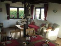 Sitzecke im geraümigen Wohnzimmer - Bild 2: Ferienhaus Pelsrade in Angeln
