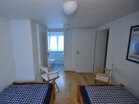 rechts die Tür zum Dachstudio, geradeaus das separate WC. - Bild 14: Ferienhaus BUTEN gemütliche Doppelhaushälfte mit Terrasse und Garten