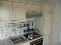 Küche auch mit Dunstabzug und Kühlschrank - Bild 5: Appartement Strandpromenade - direkt am Strand