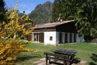 Bild 2: Villa Nini mit eingezäunten Garten am Ledrosee für Urlaub mit dem Hund