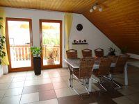 offenes Esszimmer mit Balkon - Bild 2: Ferienwohnung Haus Baier****mit Balkon, in 15 Minuten am Bodensee