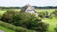 Man kann die Göße des Grundstücks erahnen - Bild 8: Ferienhaus mit Wohnung im Dachgeschoss - Reet-Dach-Haus f. 4 Personen