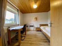 Das Kinderzimmer hat 2 Einzelbetten und einen Kleiderschrank - Bild 5: Ferienhaus Landkirchen Thomsen