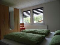 """Schlafzimmer - Bild 2: Ferienwohnung im Phonomuseum """"Alte Schule"""" Seeholz"""
