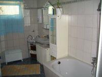 Bad mit WC und Badewanne - Bild 8: Ferienwohnungen Ute Reinert - FeWo 1 (60 m²)