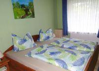 Doppelbett, Bettwäsche,Handtücher, Kleiderschrank, - Bild 2: Nordsee-Ferienwohnung Struckum auch mit Hund