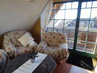 """Helles, gemütliches Wohnzimmer mit """"Wintergartenfeeling"""" - Bild 2: Hundefreundliche komfortable Vier-Sterne-FeWo mit Sauna an der Nordsee"""