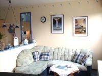 Gemütlicher Wohnbereich mit schöner Couch und mit Fernseher - Bild 2: FeWo Rübennest 3a Erdgeschoss für max. 4 Personen, Hunde willkommen