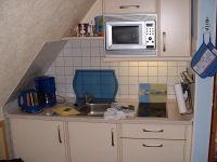 Küchennische mit Kühlschrank Mikrowelle, 2 Platten-Herd - Bild 2: FeWo kleines Piratennest für 2 Personen, Hunde willkommen