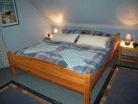 Schlafzimmer mit Doppelbett, hier auch Kinderreisebett möglich (vorhanden) - Bild 2: FeWo Entennest für 4 Personen Hunde willkommen