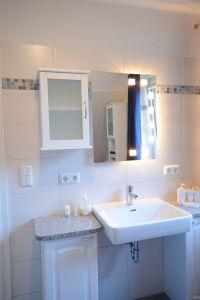 Badezimmer - Bild 5: Ferienwohnung Gutshof 13, Urlaub auf gehobenem Niveau in Sildemow