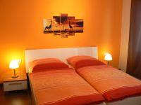 """Schlafzimmer mit verstellbaren Lattenrosten, allergiefreundlich ausgestattet - Bild 5: exklusive Ferienwohnung """"Nordwind"""" Bochum / Nähe Jahrhunderthalle"""