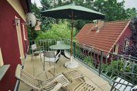 Der große Balkon der Ferienwohnung befindet sich in der ersten Etage des Vorderhauses. - Bild 11: Ferienhaus am südöstlichem Stadtrand von Berlin in Woltersdorf Schleuse