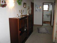 Zeigt den Eingangsbereich der Wohnung - Bild 5: Ferienwohnung EifelNatur 2 - großzügige 3-Sterne-FeWo für bis zu 7 Personen