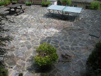 Gemeinschaftsterrasse mit Tischtennisplatte - Bild 14: Ferienwohnung EifelNatur 2 - großzügige 3-Sterne-FeWo für bis zu 7 Personen