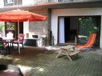 Durchgang zum Wohnzimmer über große Schiebetür - Bild 23: Ferienhaus EifelNatur 1 - großzügige und komfortable 4-Sterne-FeWo