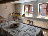 Tisch und 6 Stühle - Bild 2: Hus Everschop - Friesenfinca im alten Ortskern von Tetenbüll - nahe SPO