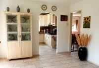 Durchgang zur Küche und zusätzliches Schlaf- oder Wohnzimmer. - Bild 11: Weihnachten: 5 Nächte stehen, aber nur 3 zahlen! Großes schönes Ferienhaus