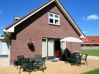Grosse Terrasse mit romantischen Gartenmöbel - Bild 2: Sehr schönes Ferienhaus, jetzt € 50,- Rabatt jedes Wochenende bis Mai