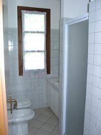 Das Bad mit Dusche und WC. - Bild 14: Cabiana Residence - 6 Pers.- Ferienwohnung am Gardasee mit Seeblick
