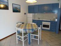 Die Küche im Wohnraum mit Sitzgruppe. - Bild 5: Cabiana Residence - 6 Pers.- Ferienwohnung am Gardasee mit Seeblick